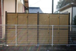 正面から見た竹垣フェンス