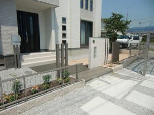 玄関前のフェンス