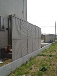 2段パネルのルーバーフェンス