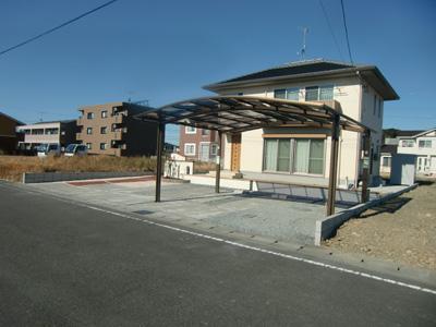 曲線型屋根のカーポート